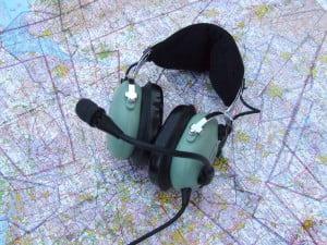 headset op een vliegkaart