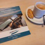 infoboekje met kopje koffie